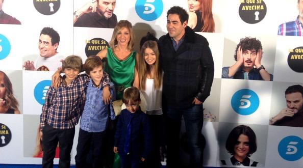 Eva Isanta, Pablo Chiapella y sus niños, en photocall en Callao
